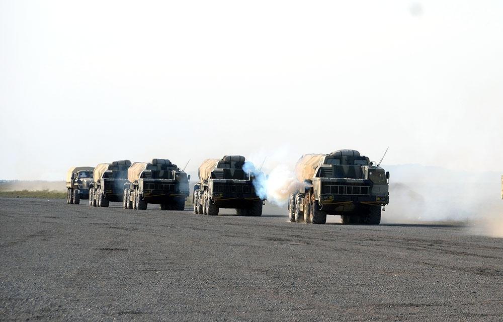 Raket və artilleriya bölmələri döyüş atışları icra edib