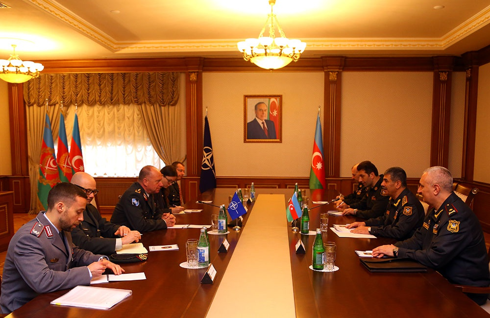 Müdafiə naziri NATO-nun Beynəlxalq Hərbi Qərargahının Baş direktoru ilə görüşüb