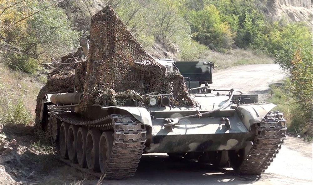 Düşmənin atıb qaçdığı hərbi texnikanın videogörüntüsü