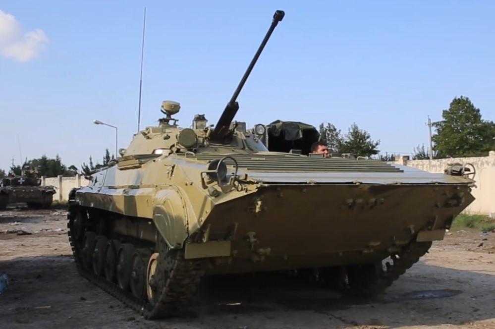 Düşmənin atıb qaçdığı texnika ordumuzun hərbi texnikasının rəngində boyanır - video