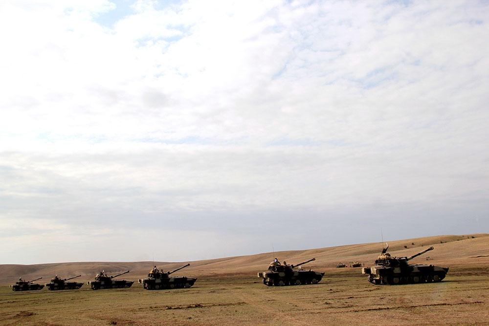 Artilleriyaçılarla komandir toplanışı keçirilir