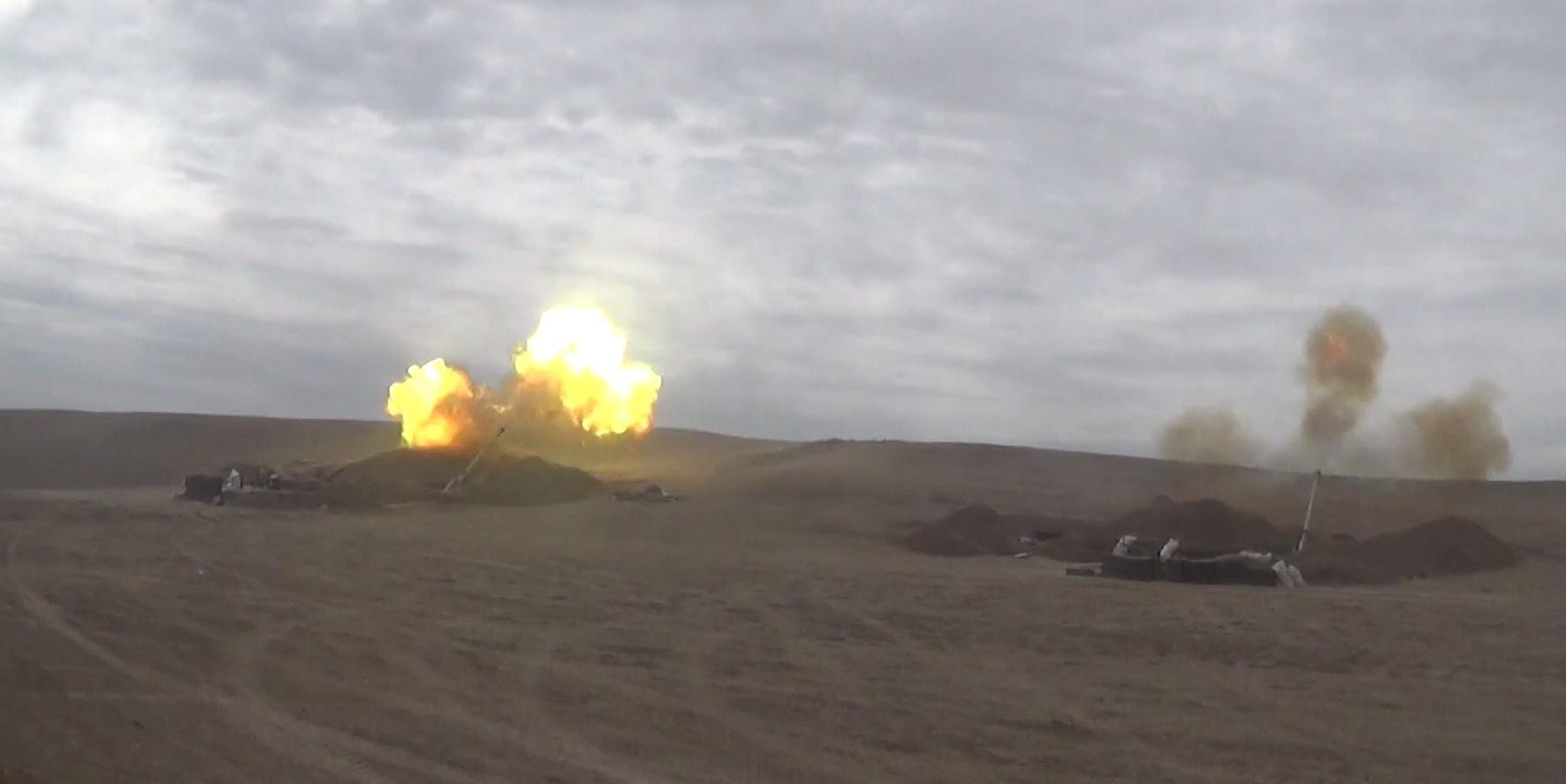 Artilleriya bölmələrimiz düşmənə sarsıdıcı zərbələr endirir - VİDEO